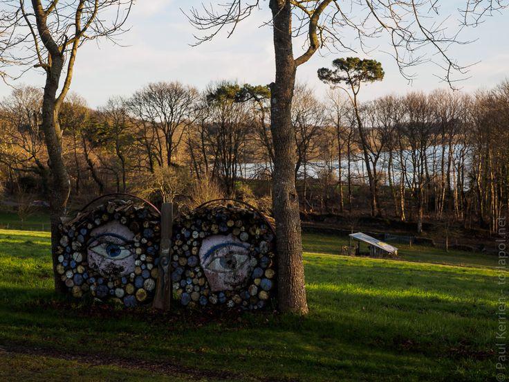 land-art en fin d'après-midi à Ty Istribilh  - en Plonéour-Lanvern    © Paul Kerrien  http://toilapol.net Finistère Bretagne