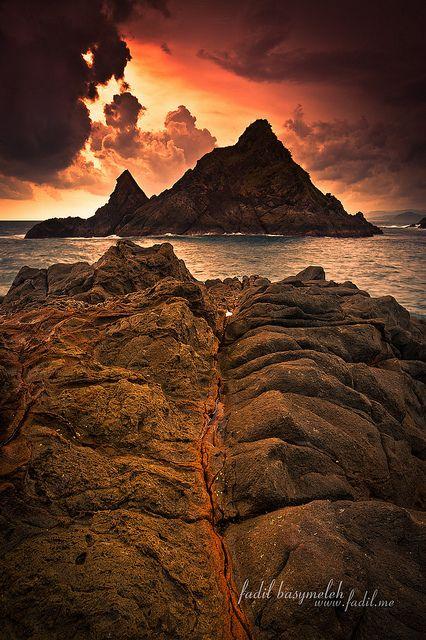 Dark Sunset, Pelawangan Selong Belanak Lombok  [Explored Nov 14, 2011] by Fadil Basymeleh, via Flickr