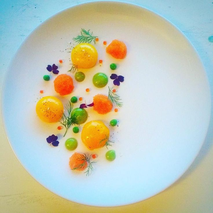 Playing with circles. (I know it has been a lot egg yolks lately but I can't help it ) Egg yolk confit  Bleak roe from Kalix  Chive mayonnaise  Peas  Powan roe  Dill by vastkustkockarna