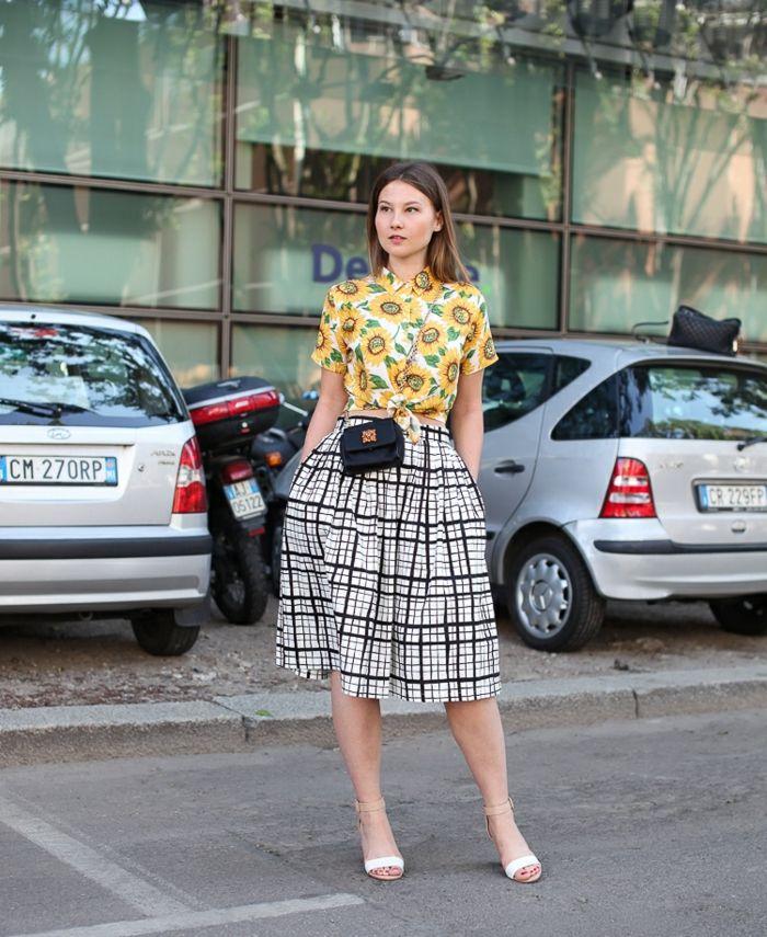 modernes outfit sommer karierter rock midi bluse gelb sonnenblumen