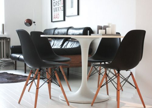 eames chairs: Dining Area, Black Eames, Eames Chairs, Black And White, Interiors Design, Black Chairs, Round Tables, Dining Tables, Side Chairs