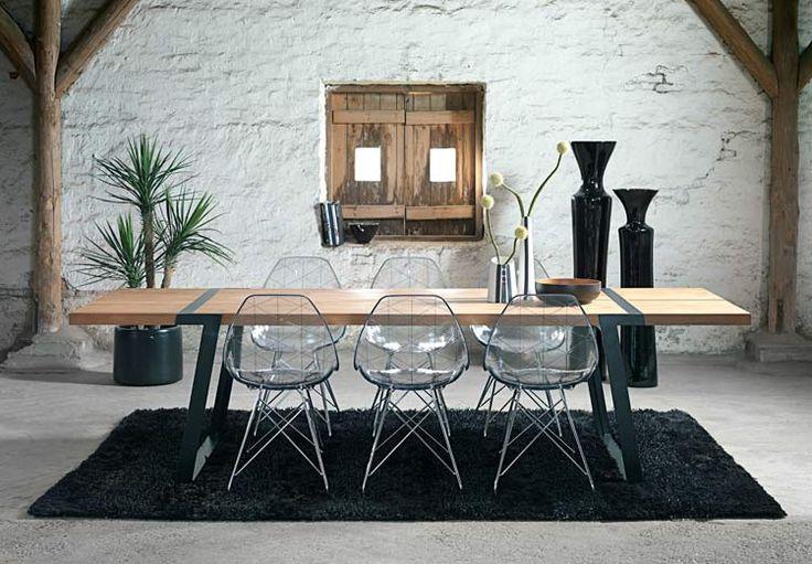 Gigant ruokapöytä ja Chrystal tuoli Gigant dining table with Chrystal chair #kruunukaluste #ainain #homedeco #scandinavianhomes #interior #inspiration #interiordesign #homeinspiration #sisustus #sisustusinspiraatio #sisustusidea #wooden #modern #diningtable #diningroom