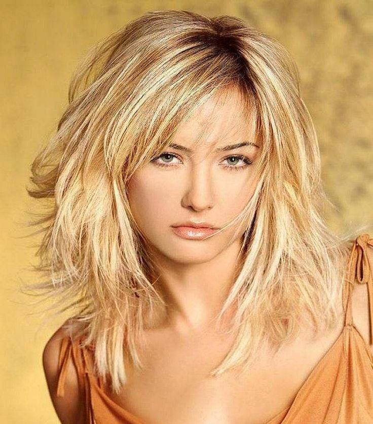 Best layered bob hairstyles with blonde hair and side bangs for women that matching with shoulder length straight hair - Women Hairstyles
