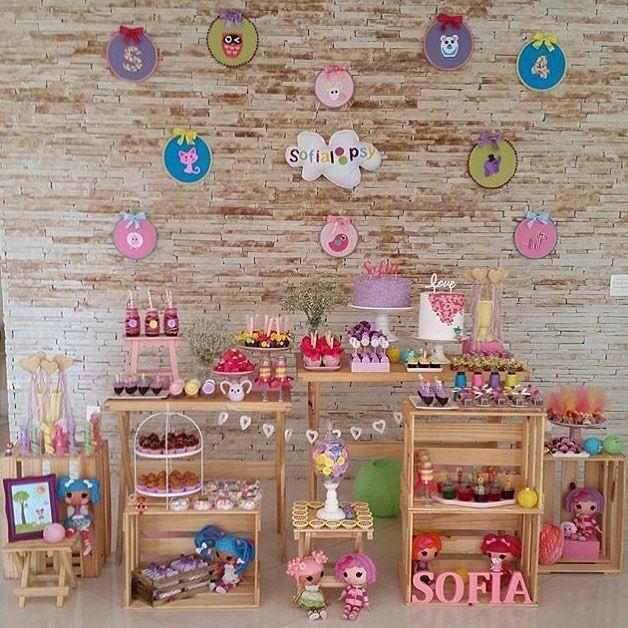 Adorei essa festa Lalaloopsy, fofa e delicada! Acho super bacana caixotes na decoração, fica charmoso e despojado. Por @estudioarrozdefesta, #regram @fetes_locadora  #kikidsparty