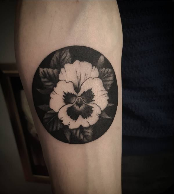 Pansy tattooacorn oak leaves inspirations tatouages pinterest tatouages inspiration - Tatouage pensee fleur ...