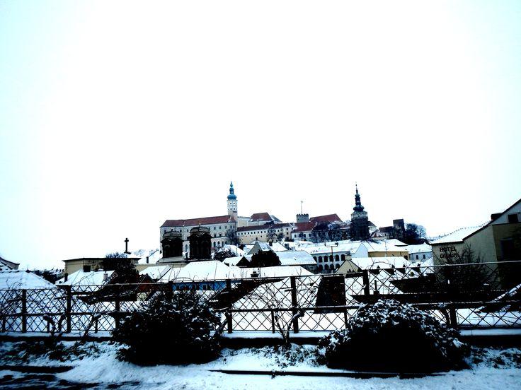 ..Z ULICE 1.KVĚTNA...zámek Mikulovský