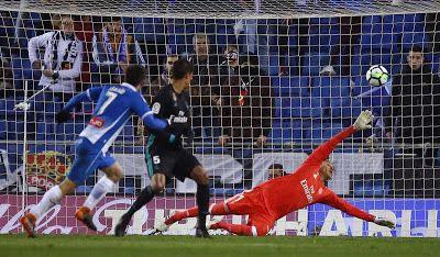 Fútbol: Zidane apuesta a suplentes y el Madrid cae ante Espanyol