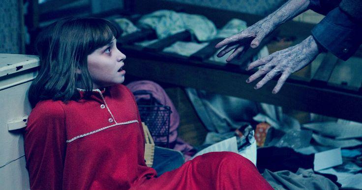 Όσο χαλαρός και εξοικειωμένος και αν είναι κάποιος με τις ταινίες τρόμου αποκλείεται, παρακολουθώντας το «Conjuring 2», να μην τρομάξει σε μία με δύο τουλάχιστον σκηνές.  --------------------------------------------------- #thriller #movie #cinema #fragilemagGR http://fragilemag.gr/conjuring/