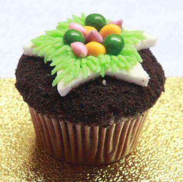 FAITH FAIRIES VEGGIE UNIQUE MINI CUPCAKE Made from butter cream, chewy candy, fondant, oreo crumbs and vanilla sponge cake. (Terbuat dari butter cream, permen yang kenyal, fondant, remahan oreo dan kue spons vanila.)