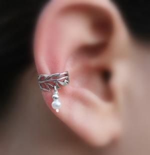 ear cuff: Silver Handcrafted, Handcrafted Leaf, Cool Things, Sterling Silver, Beautiful Ears, Pearls Earrings Cuffs, Ears Piercing, Leaf Texture, Ears Cuffs