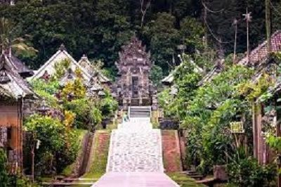Trip to visit traditional attractions in Eastern Bali, this tour you can see the typical Balinese traditions and also houses the old Balinese tradition up until …
