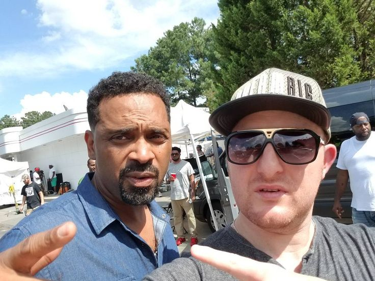 On the #set of #TRAP with the man himself Mike Epps @eppsi Mad respect it's 100 degrees plus in #Atlanta