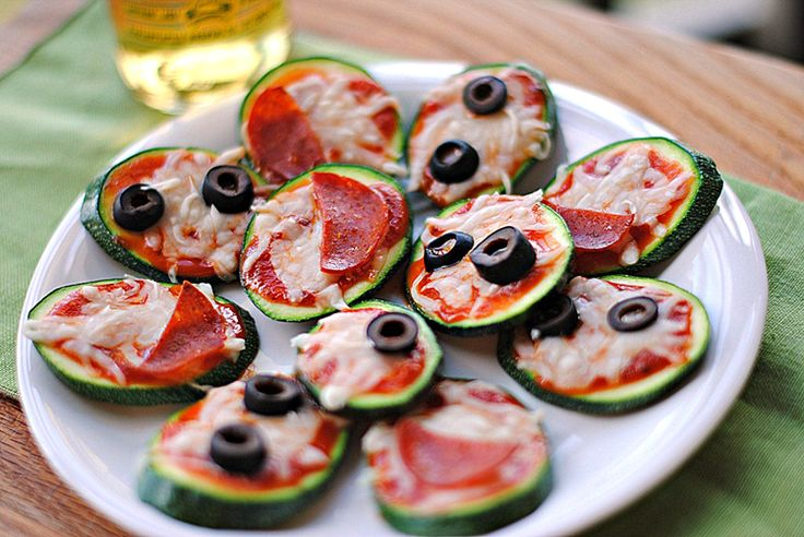 Mini Zucchini Pizzas || Great appetizer and light dinner  || 2 zucchini pizzas: 75 cals, 5g fat, 5g protein
