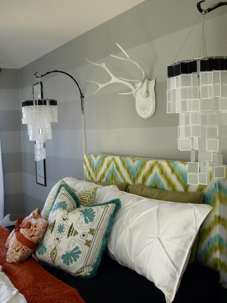 Gestreifte Tapeten Grau Weiss : Images of Bedroom with Antlers On Wall