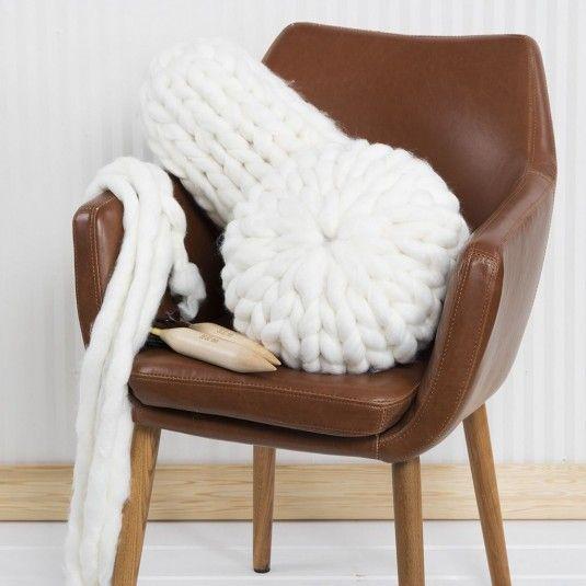 Nämä kaksi tyynyä on nopeita neuloa XL-langasta.