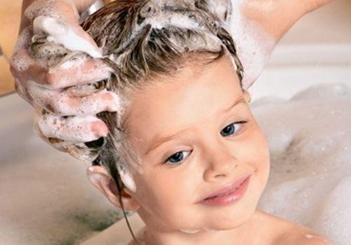 Детские волосы не создают обычно никаких проблем, но это не означает, что они не требуют ухода. Если забота о прическе вашего ребенка заключается в еженедельном мытье волос, стоит внести...