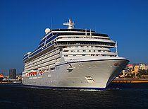 Το Riviera αποπλέει από τον Πειραιά. 06/08/2013.