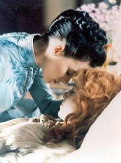<3 Production photo of  Mina Murray / Elisabeta (Winona Ryder) & Lucy Westenra (Sadie Frost) in Bram Stoker's Dracula (1992) #emotive