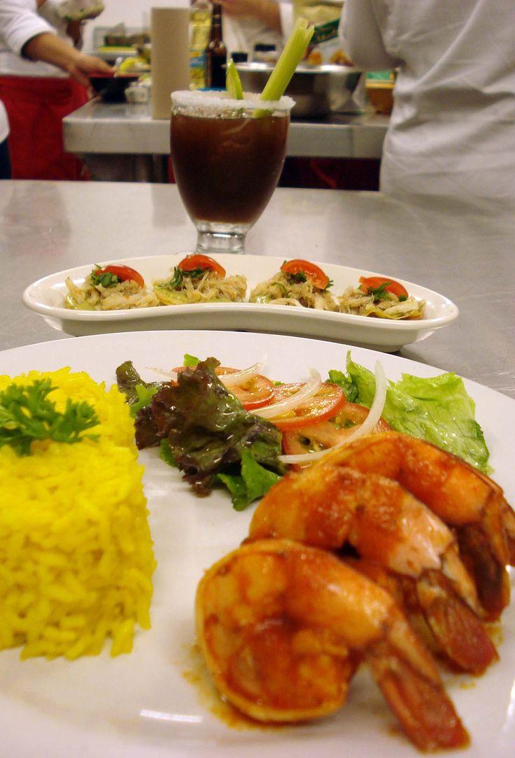 Mini tostadas de jaiba y salsa de aguacate plato fuerte - Ensalada de arroz con atun ...