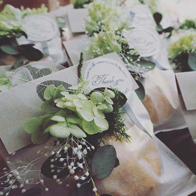 【k_meals_】さんのInstagramをピンしています。 《* thankyou for your order. 晴天に恵まれた今日、結婚式を挙げられる新郎新婦へ。 テーマは#グリーン #森 。 シンプルながら、グリーンのみでまとめた色味は個人的にはドツボです。 #オリジナル な結婚式、やっぱりいいですね。 イメージに合わせた#プリザーブド をお付けいたします。 #アーモンドカップケーキ は最近ご無沙汰でしたが、一つどーんとあると、ボリューム感があります。 #結婚式#結婚式準備#wedding#プチギフト#thankyou#gift#ありがとう#花嫁#プレ花嫁#2016秋婚 #オーダーメイド》