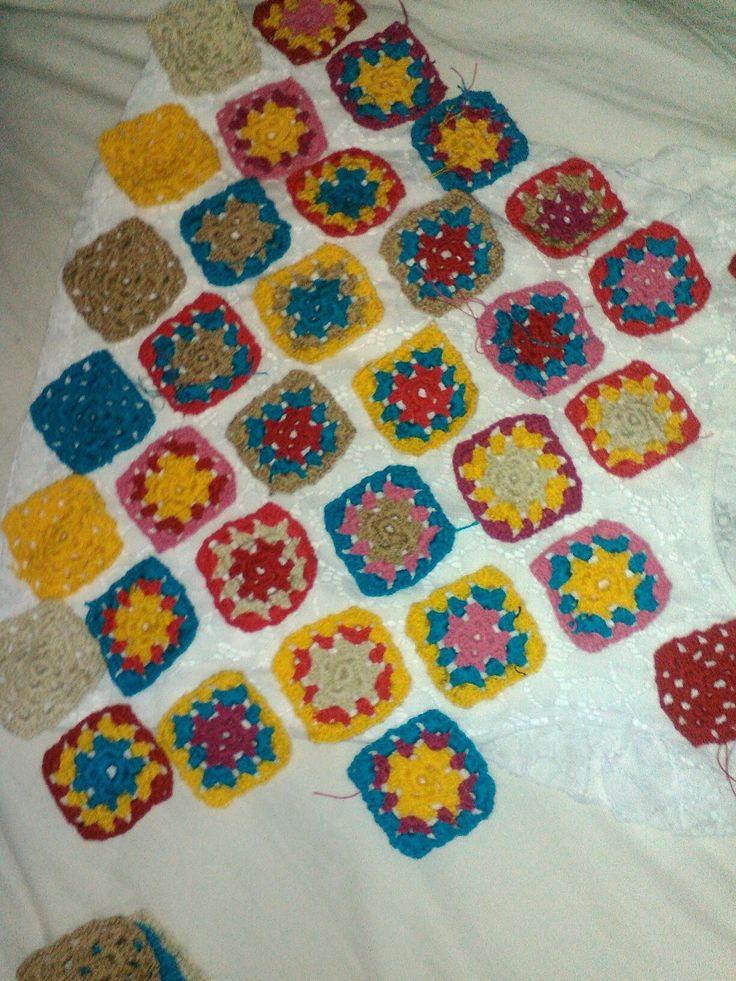 Carpetas elaboradas en crochet utilizando la magia del color
