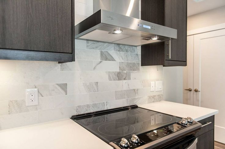A modern finish to this kitchen in one of our Ravenhill Avenue rentals. Stainless steel and designer-selected tiling create a stylish composition. . #Ottawa #Ontario #homebuilders #architecture #realestate #dreamhome #antiliahomes #ravenhillave #ravenhill #westboro #westborovillage #rentals #interiors #design #interiordesign #kitchen