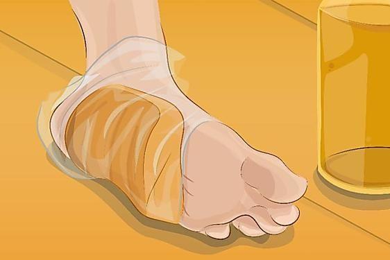 Sie bindet ein Stück Brot um ihren Fuß. Als sie es entfernt, kann sie es nicht…