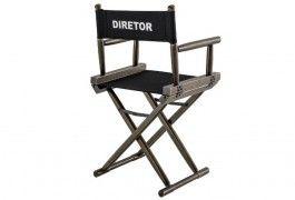Cadeira estilo diretor de cinema em madeira escura com desgastes, em lona preta. Ideal para salas de estar e jantar.  http://www.moveiseideias.com.br/