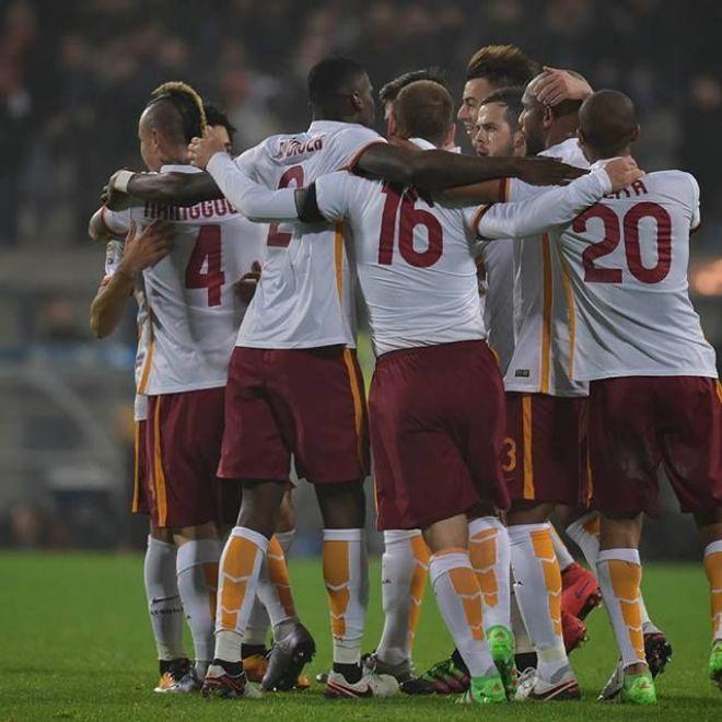 Sassuolo - Roma 0-2: i giallorossi espugnano il Mapei Stadium - ASRomavincipernoi.com SASSUOLO  ROMA  Giallorossi corsari alMapei Stadium di Reggio Emilia. L11 diSpalletti si porta a casa 3 preziosissimi punti in trasferta con le reti diSalah edEl Shaarawy. Giallorossi che partono subito forte nel primo tempo; molto bene il nuovo arrivatoPerotti. All11 arriva il gol del vantaggio con una sventagliata da fuori area diSalah con il pallone che si infila sotto lincrocio dei pali. Il vantaggio dà…