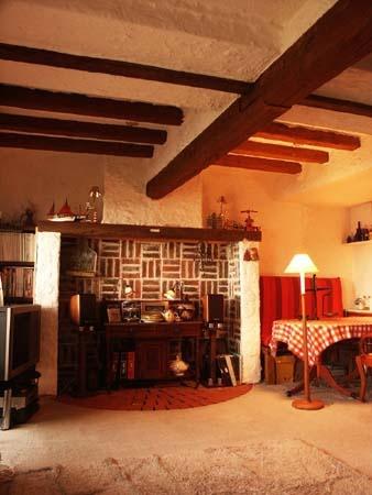 そうそう、こういうのとか良いじゃないですか。暖炉の部屋は石より木派です。