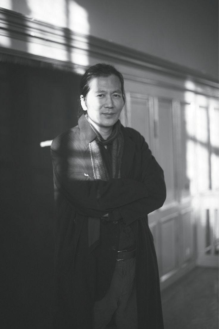 BYUNG-CHUL HAN: LA SOCIEDAD DE LA TRANSPARENCIA; PSICOPOLÍTICA NEOLIBERAL, EXITISMO PATOLÓGICO Y CANSANCIO EN EL ENJAMBRE.