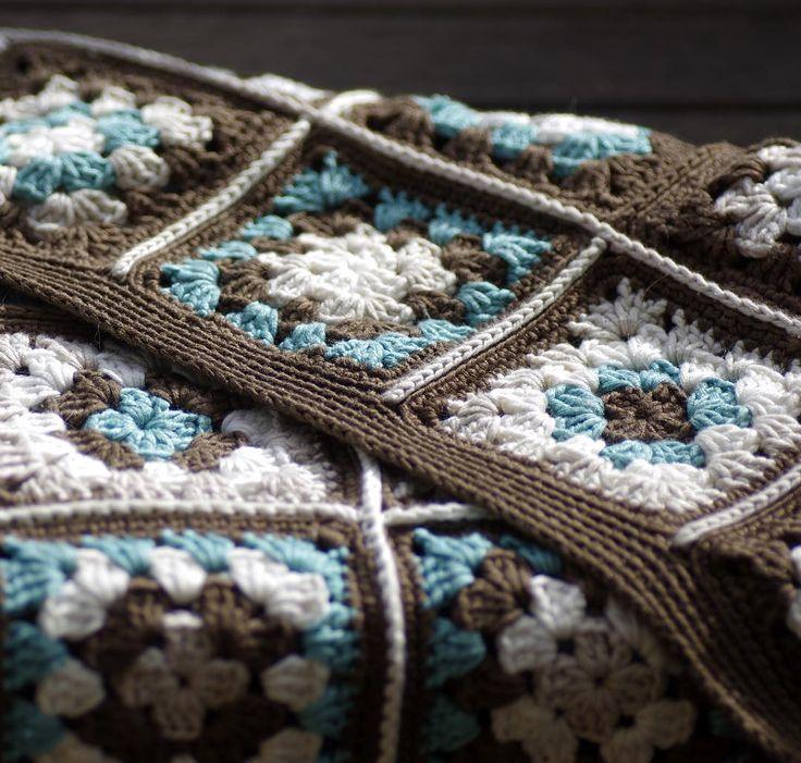 Ikuisuusprojekti alkaa olla päättelyä vaille valmis  DIY by  #itetein#diy#torkkupeitto#virkkaus#puuvillalanka#NovitaTennesee#kauansekestiki#crochet#crocheting#cottonyarn#itsetehty#päiväpeitto#sisustus#decoration#turkoosi#tummanruskea#turquoise#darkbrown#isoäidinneliöt#grannysquares#grannys#grannysquareblanket#crochetblanket by pimeahuone
