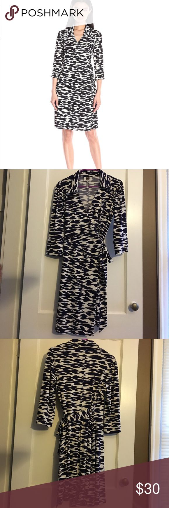 """Laundry Shelli Segal Cool Cat Wrap Dress Navy Laundry by Shelli Segal Wrap dress. Style is called """"Cool cat,"""" white and dark navy/purple print. I believe this is the color navy, but it reads a bit purple. See last pic for color. Size small. Excellent condition, no rips, stains, or tears, or any other flaws of note. This is a true Wrap dress that fully opens when untied. Sleeves have a split hem design Laundry By Shelli Segal Dresses"""