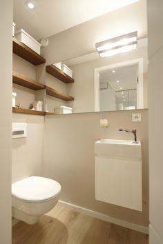 Kastje voor schoonmaakmiddelen in de wc