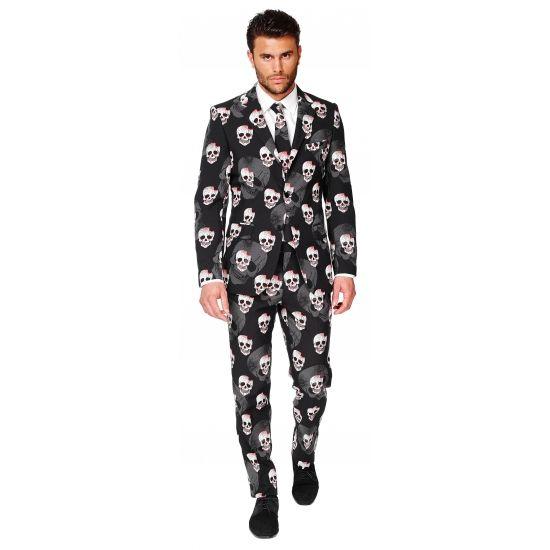 Heren kostuum met doodshoofden print. Pak met voor heren met een all-over print in een doodshoofden thema. Het pak is gemaakt van hoogwaardig polyester en wordt geleverd met bijpassende stropdas.
