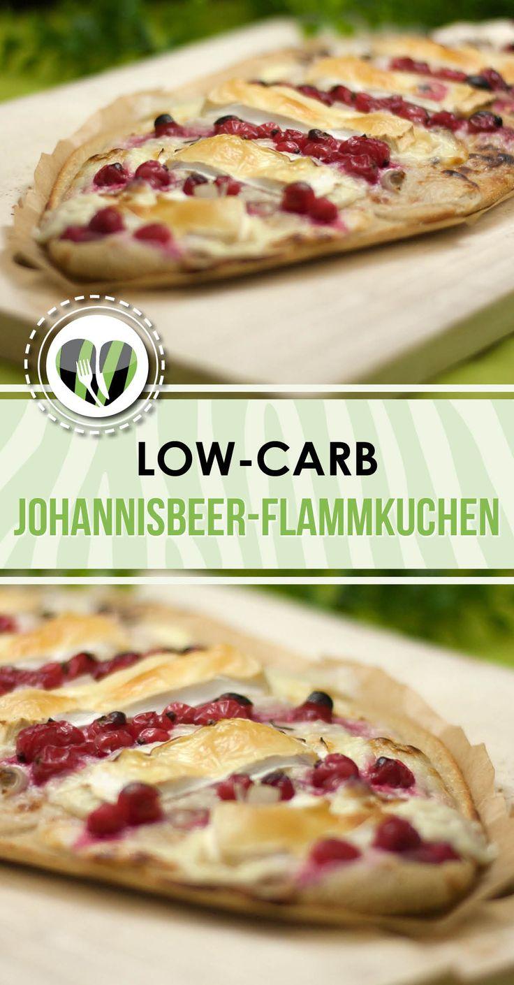 Der süß-deftige Flammkuchen mit Johannisbeeren und Camembert ist low-carb, glutenfrei und unheimlich lecker.