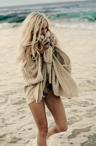 beach: At The Beaches, Beaches Hair, Over Sweaters, Beaches Sweaters, Cozy Sweaters, Beaches Clothing, Chunky Knits, Beaches Style, Covers Up