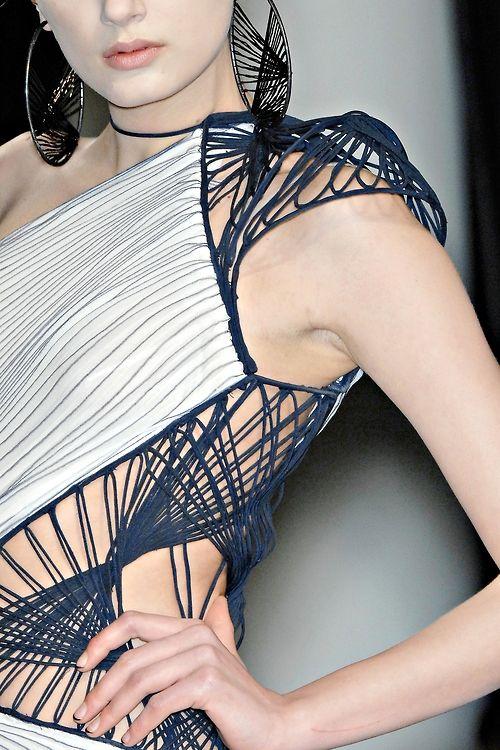 voyagerrr:    ilirra:    John Paul Gaultier - Spring 2009 Couture    fantastic