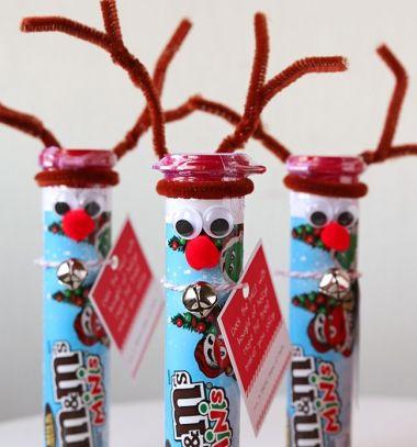Reindeer candy - adorable Christmas gift idea // Rénszarvasos édesség csomagolás egyszerűen - kreatív mikulás ajándék // Mindy - craft tutorial collection // #crafts #DIY #craftTutorial #tutorial #PartiesForKIds #DIYPartyFavorsForKIds #DIYPartyDecorsForKIds