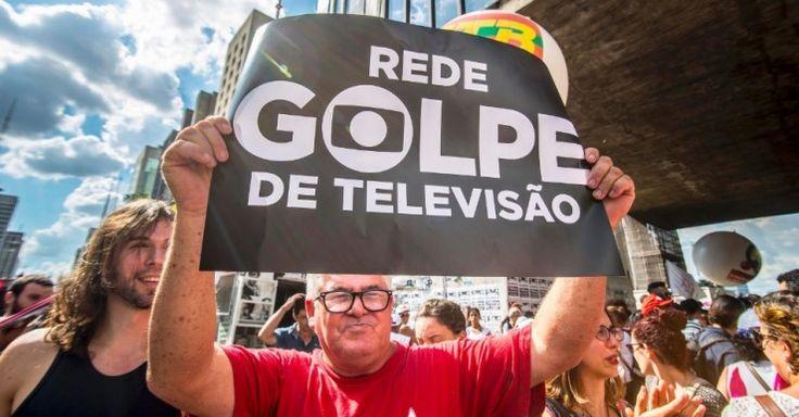 18mar2016-criticas-aos-discursos-da-rede-globo-durante-a-crise-politica-brasileira-e-uma-constante-em-protestos-rede-golpe-de-televisao-ironiza-manifestante-1458339894469_956x500