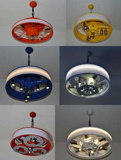"""Ls obras de """"Tinman"""" usan chatarra proveniente de vehículos de desguace, convirtiéndolos en productos útilesde tintes retro, como estas lámparas de salón."""