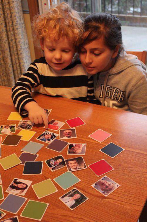 FAMILIE MEMORY SPEL: Maak een gepersonaliseerd memory spel van je familiefoto's. Print elke foto dubbel en allemaal op hetzelfde formaat. Een leuke manier om jullie geheugen te trainen. Maar vooral een verzameling van familieherinneringen.