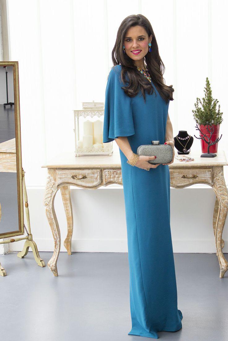 Crimenes de la Moda con nuestro vestido largo azul de Angel Schlesser, clucth de Halston Heritage y Joyas de Kenneth Jay Lane - Dresseos