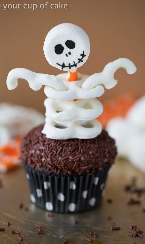 Skeleton Cupcakes using pretzels!  Such a fun Halloween party idea!