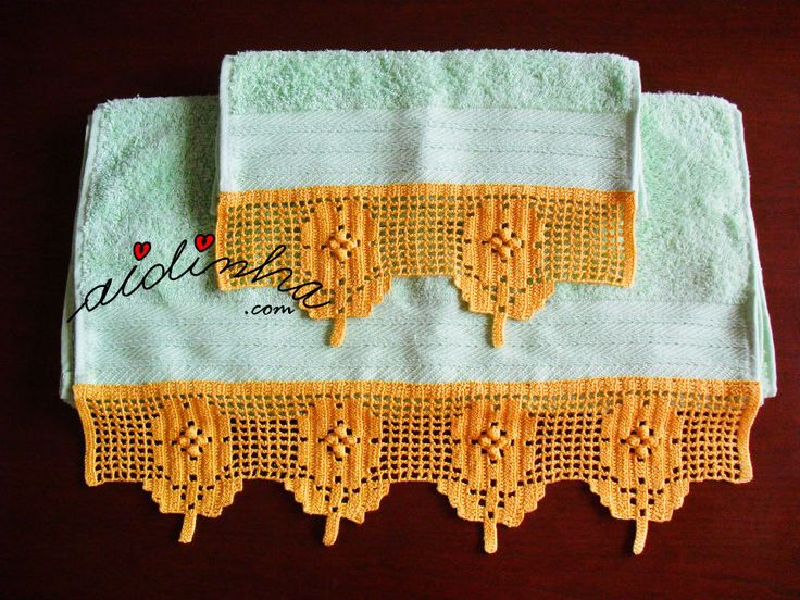Olá pessoal! Mais um conjunto de toalhas turcas ou de felpo, como quiserem chamar, com uma linda renda na ponta. Foi feita uma renda com um motivo de flores, sobressaindo o pézinho da flor em recorte, e com o miolo das flores feito em ponto pipoca ou borboto. Feita com linha nº 12, num bon