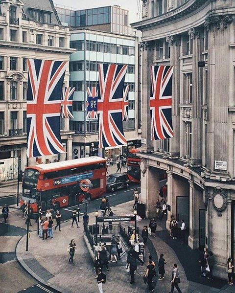 2,801 отметок «Нравится», 16 комментариев — LONDON - WUNDROUS LONDON (@wundrouslondon) в Instagram: «Rule Britannia! Oxford Circus. By @romophoto. ------- Click link in bio for the best London hotel…»