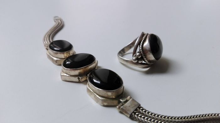 Catawiki, pagina di aste on line  Bracciale ed anello etnico  in argento925  - Onice Nero 16-18mm