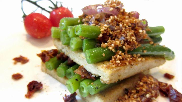 Gegrillter Tofu mit grünen Bohnen