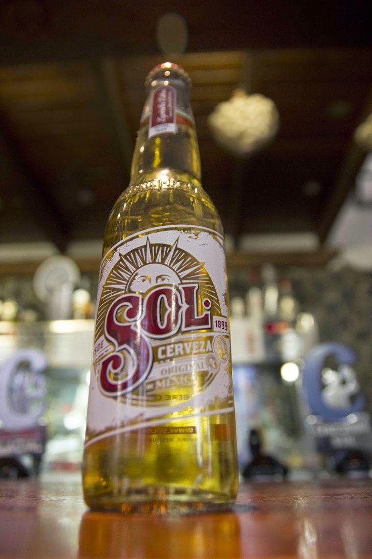 Les traemos una oferta para que disfruten del auténtico sabor de la cerveza mexicana desde Sevilla. 2 botellines de cerveza Sol por 1 euro, no dudes en pedirla y... ¡A brindar!