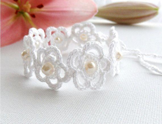 crochê bracelete flores brancas
